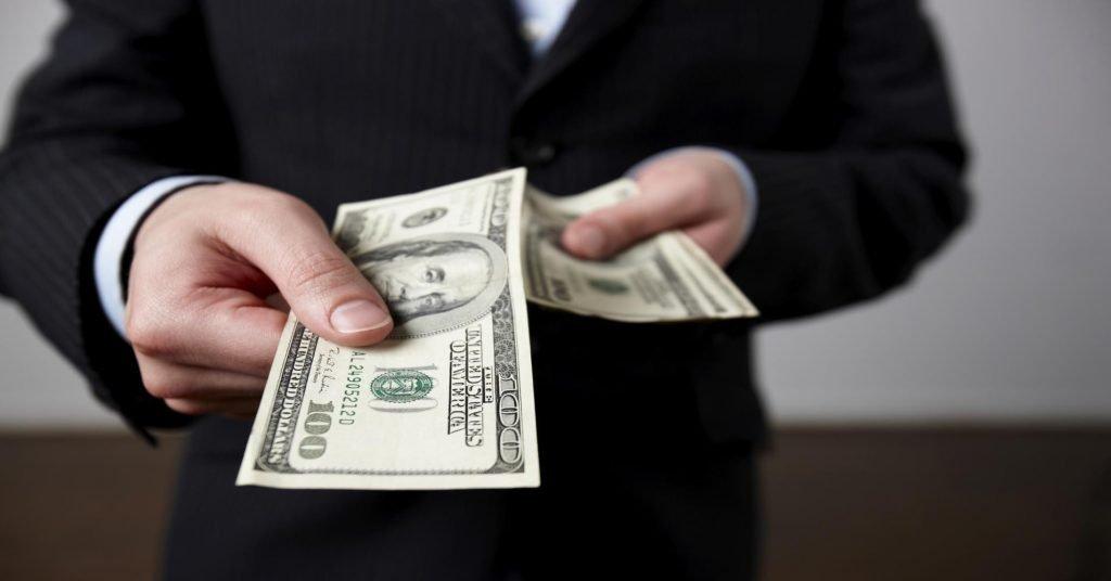handing-cash-over