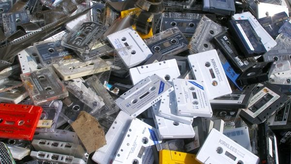 pile-of-audio-cassette-tapes